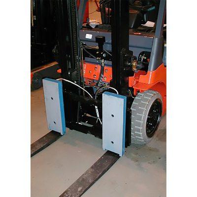 Forklift stabilising magnets