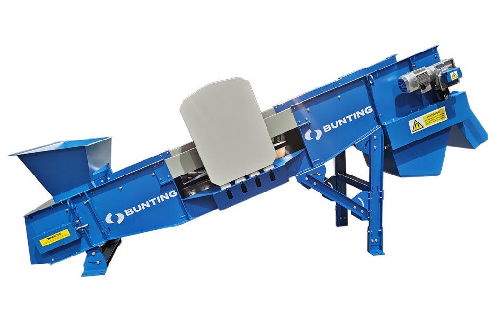 Bunting shredder with feeder conveyor